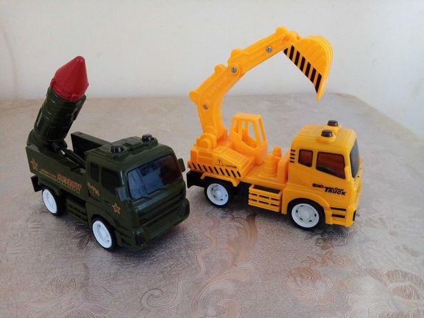Дві машинки військова та екскаватор