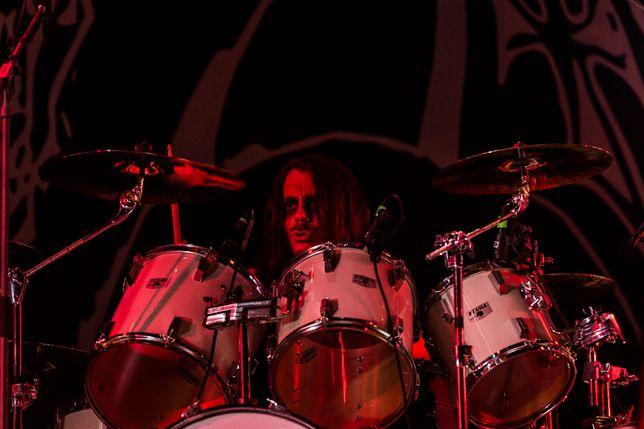 В новую металл группу нужен барабанщик, клавишник и вокал