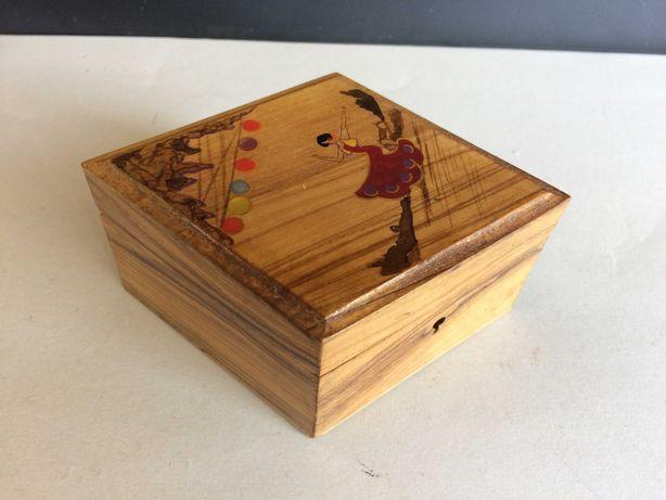 Caixa em ébano em forma de losango