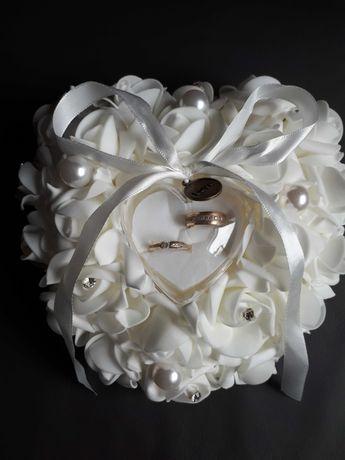 Poduszka z róż na obrączki