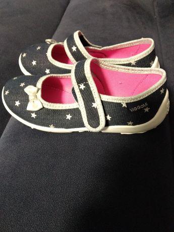Buty z materiału dla dziewczynki 30