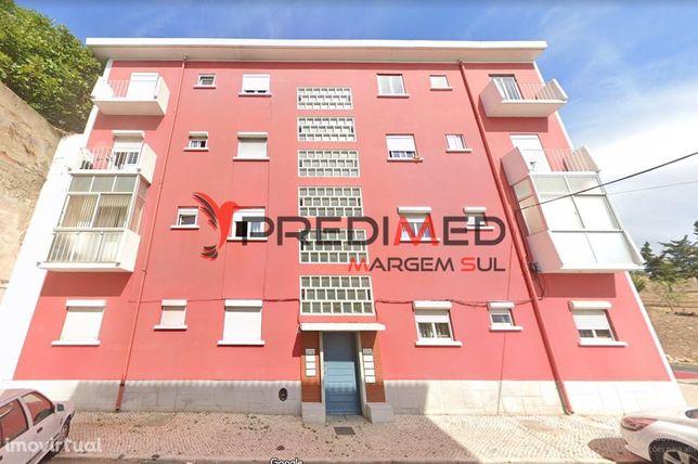 Apartamento T3 com quintal em Alcântara ~ Lisboa