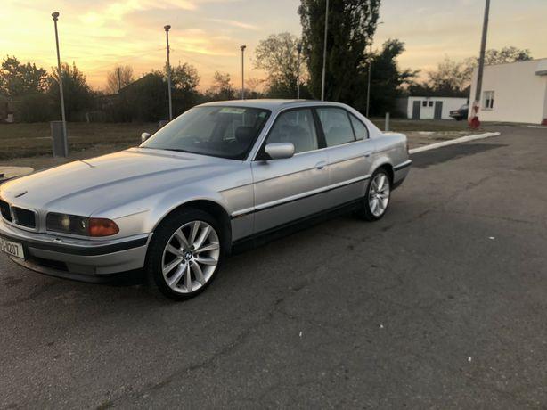 В разборе BMW  E38 M62B35