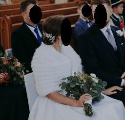 białe futerko ślubne