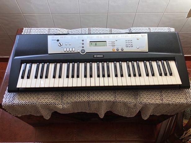 Orgao Yamaha E203