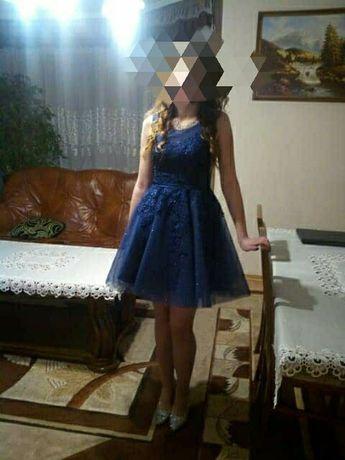 Granatowa sukienka tiulowa