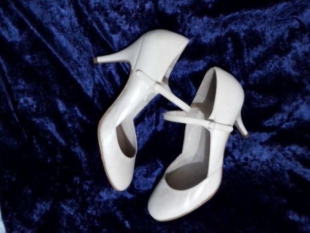 Туфли кожаные размер 38 белые Туфлі шкіряні розмір 38