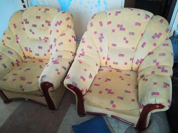Fotele duże +2 pufy.