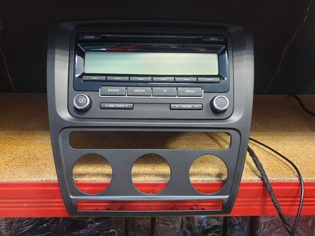 Skoda Octavia II ( 05-09) Radio CD MP3 AUX ramka canbus z kodem