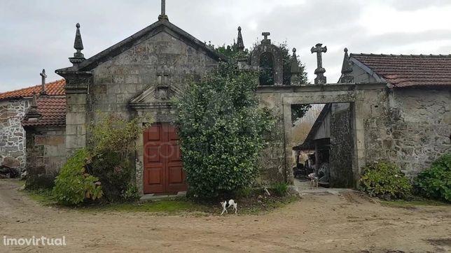 Quinta com 1ha e capela em Lousada