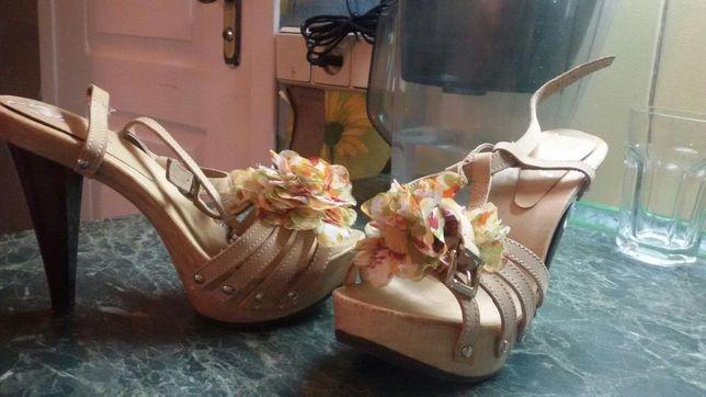 Продам:босоножки, туфли.