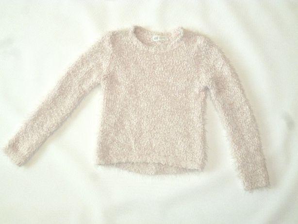 Теплый красивый свитер на девочку 122-128 см