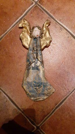 Figurka anioła wisząca