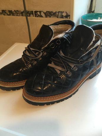 Продам женские ботинки Pazolini