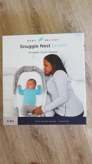 Przenośny podróżny oraz domowy kokon  dla niemowląt Snuggle Nest Dream