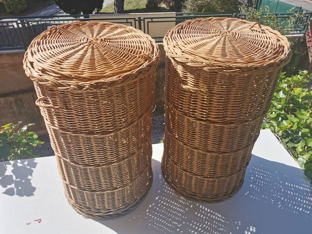 Grandes cestos de verga artesanais