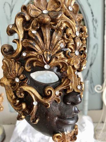 Венецианская маска на постаменте ,маска ,статуэтка