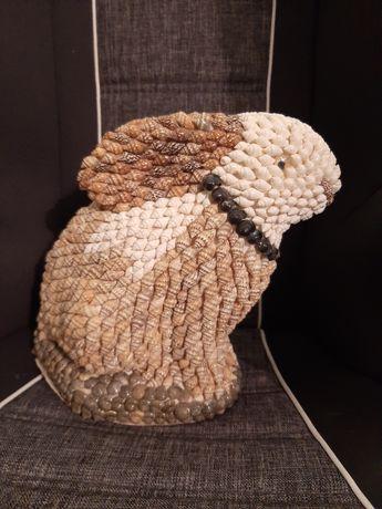 Coelho feito em búzios e caracois do mar