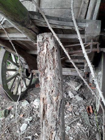 Rodas antigas e carroça