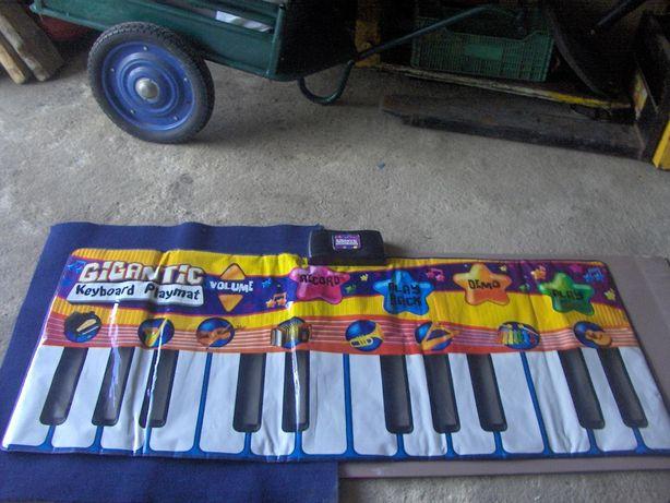 Tapete de atividades ,com piano gigante