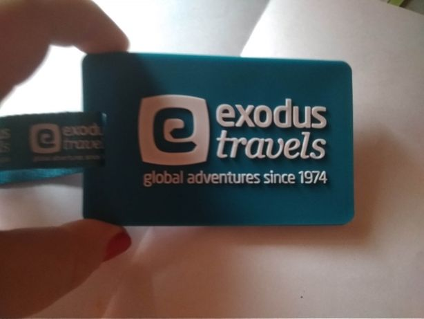 брелок на сумку чемодан exodus travels можно подписать бирюзовая бирка