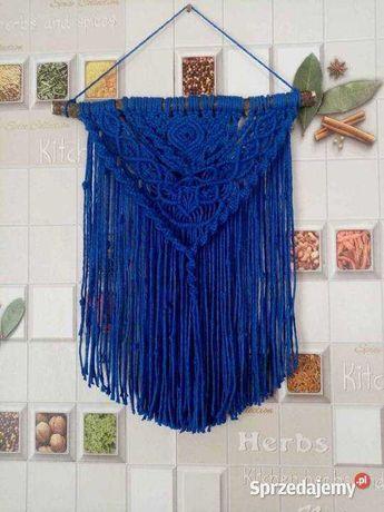 makrama dekoracyjna w kolorze niebieskim