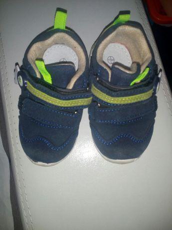 Весняні кросівки