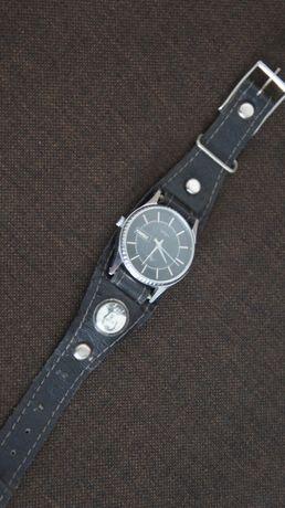 stary ciekawy zegarek
