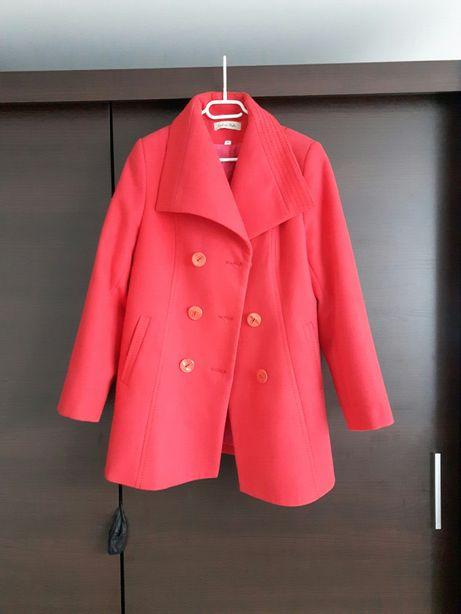 Płaszcz w kolorze czerwonym