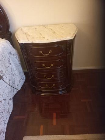 Mobília de quarto em bom estado estilo rústico