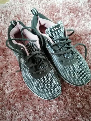 Sprzedam buty nowe damskie