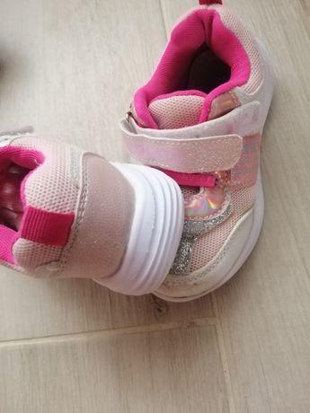 Кросівки на дівчинку 26 розмір