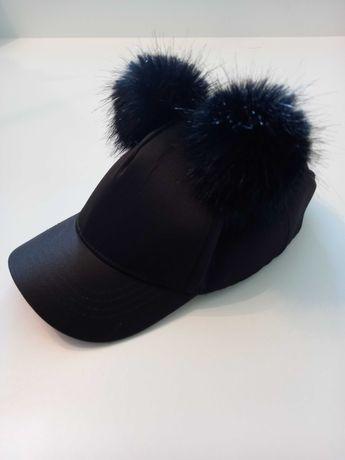 czapka z daszkiem i pomponami Rivier Island