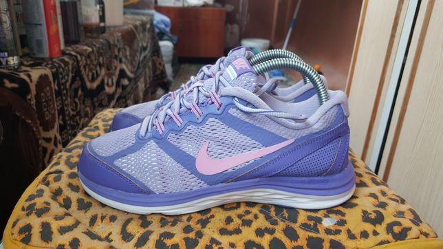 Продам фірмові кросівки Nike