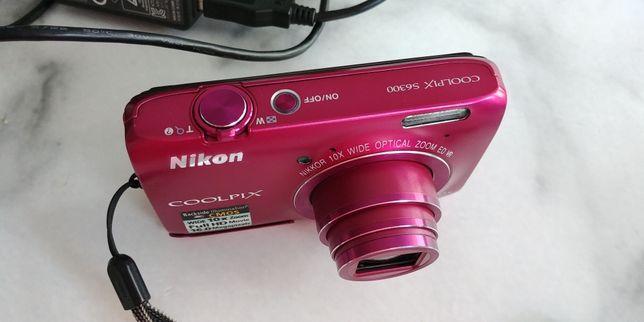 Aparat Nikon Coolpix S6300, różowy, z ładowarką