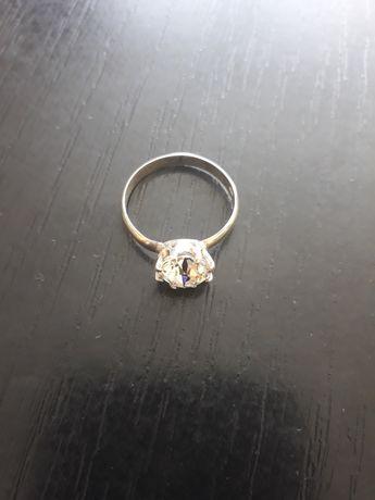 piekny srebrny pierścionek 925