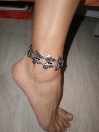 """Браслет на ногу """"летящие бабочки""""."""