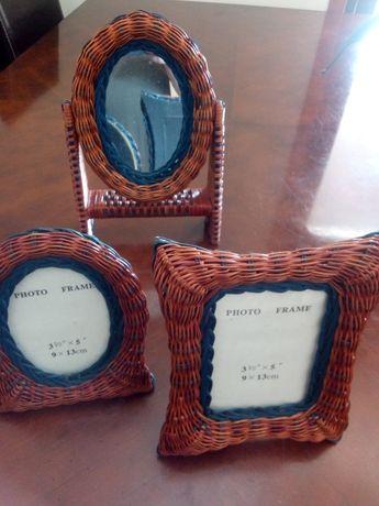 Espelho de pé e duas molduras em verga. Novos