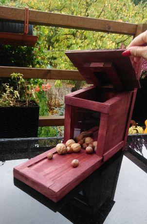 Karmnik dla wiewiórki dla wiewiórek