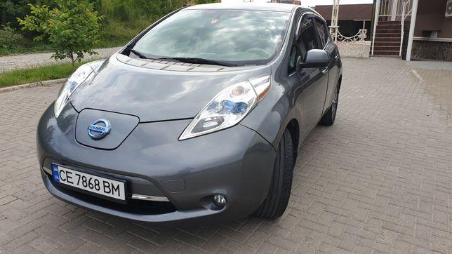 Машина Nissan Leaf