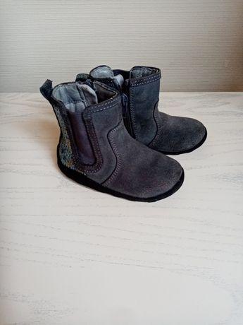 Чобітки, взуття для дівчинки