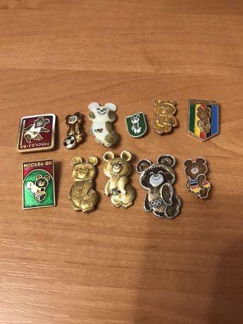 Коллекция значков и резная картина Олимпийский Мишка ссср