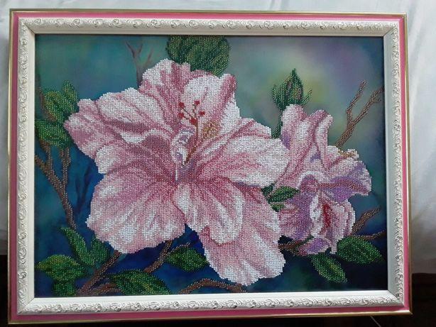 """Картина вишита чеським бісером """"Квіти сходу"""" разом із рамкою і склом.."""