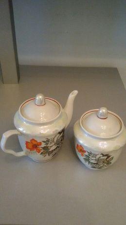 Сахарница и заварочный чайник