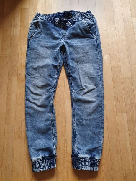 Spodnie typu jogger Cropp