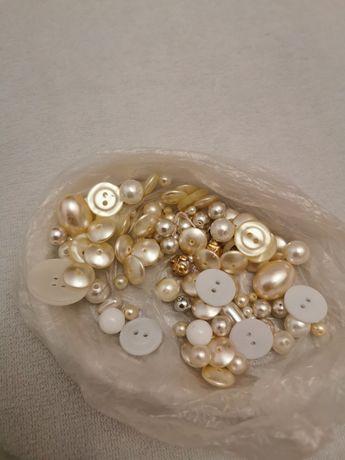 Guziki ozdobne różne perłowe kremowe prawie perełki ponad 50 szt