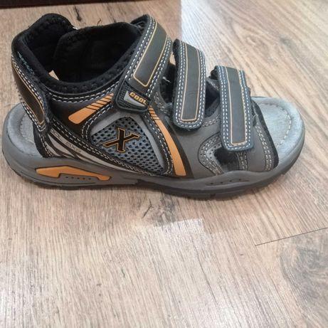 Sandały dla chłopca rozmiar 32 plus klapki gratis