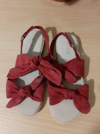 Фирменные сандали для девочки фирма Zara