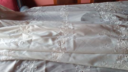 Cortinados brancos bordados