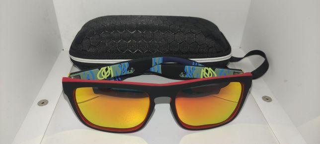 Óculos de sol polarizados com caixa e pano de limpeza.